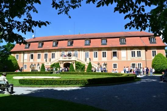 zámek Štiřín, pohled z francouzské zahrady