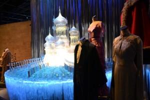 Tady jsou kostýmy a rekvizity ze Zimního plesu ve čtvrtém díle.