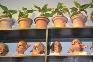 Masky různých skřetů.