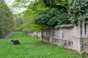 a už konečně hřbitovní zeď