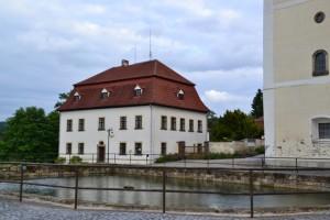 náměstí v Jiřetíně, fara, rybník, kostel, co víc si přát?